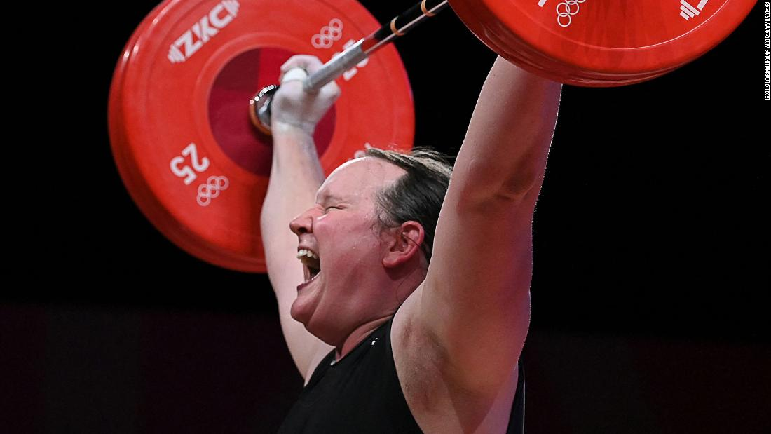 210802081110 16 olympics 080231 weightlifting hubbard super 169 GND89k